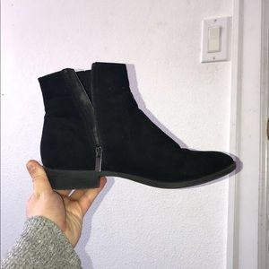 (50% OFF 💥) Forever 21 Black Booties